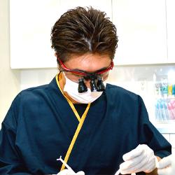 虫歯の部分を取り除く